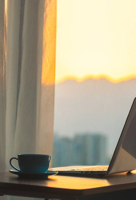 kaffee-und-laptop-450x660